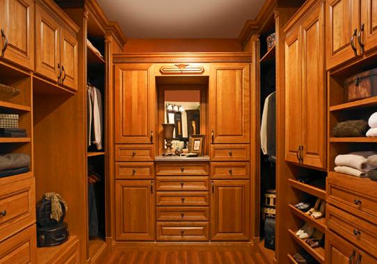 你知道该怎么保养实木衣柜么?