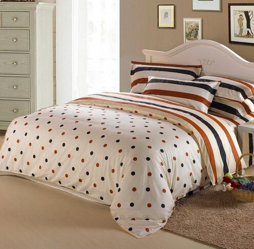 床上四件套是浅色的好还是深色的好?
