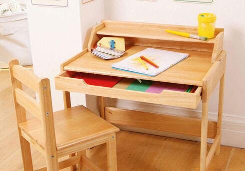 如何选购儿童书桌椅?