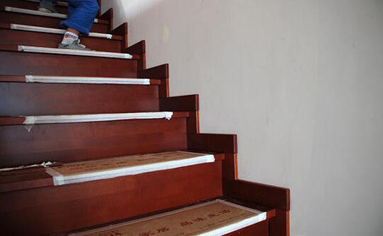 楼梯也有踢脚线吗?