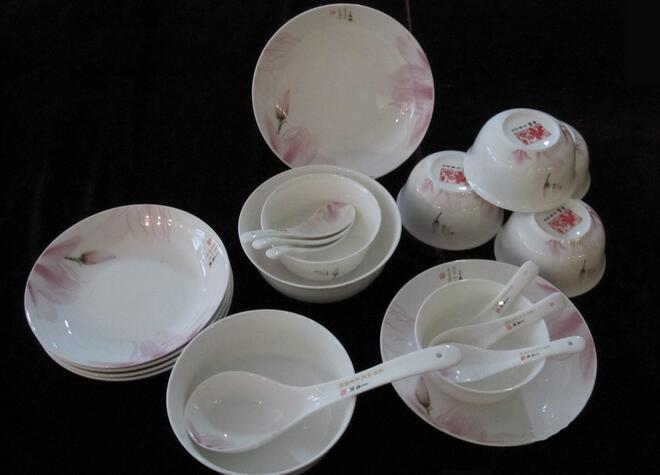 陶瓷的餐具好还是不锈钢的餐具好?
