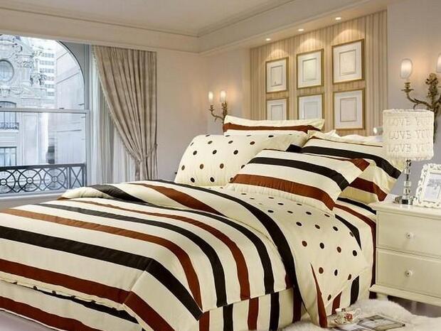 为什么床上要放四个枕头?