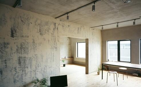 毛坯房装修是铺瓷砖好还是直接就用原来的水泥地好?