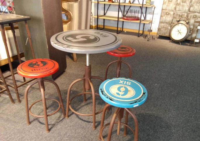 酒吧桌椅的正常尺寸是多少?