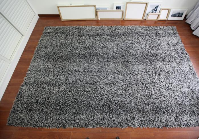 地毯上面被泼了牛奶要怎么清理呢?
