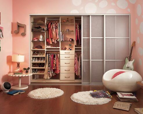 衣帽间是单独一个房间号还是嵌入主卧室比较好?