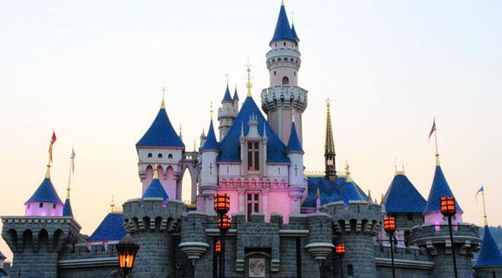 上海迪士尼乐园里面的城堡设计的是哪种风格?