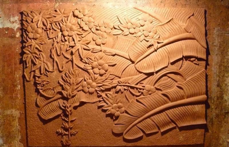 人造砂�r浮雕是如何制作的呢?人造砂�r浮雕可以�[放在客�d�幔�