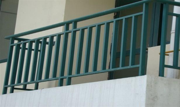 阳台之间的标准护栏高度是多少?