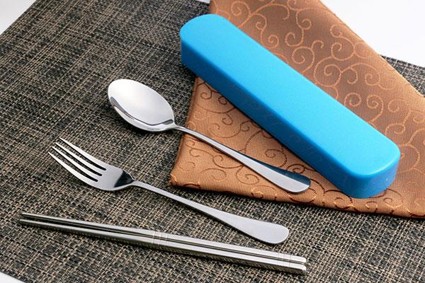 不锈钢的便携餐具好还是木制的好?