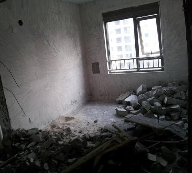 装修砸墙费用多少钱一平方 装修砸墙技巧 装修砸墙注意事项