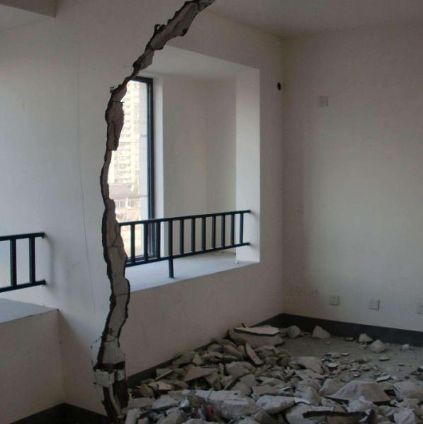 房屋装修敲墙