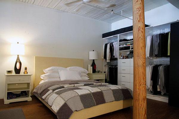 挑高卧室装修
