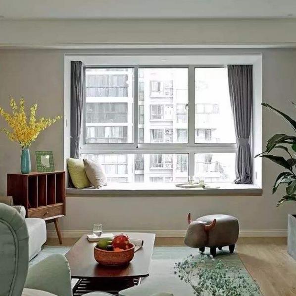客廳飄窗小怎么裝修 客廳有個小飄窗如何裝修 小客廳帶大飄窗如何裝修