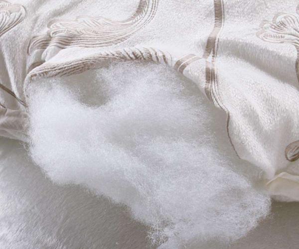 纤维被好还是棉被好 纤维被对人体有害吗 纤维被四孔和七孔区别