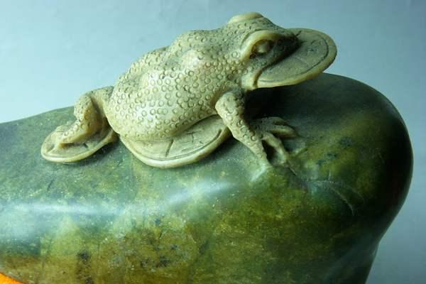 金蟾蜍怎么摆放 金蟾蜍为什么有三只脚 金蟾蜍是什么生肖