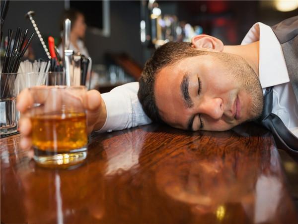 喝酒会变胖吗 喝酒后头疼怎么办 喝酒后胃难受怎么办