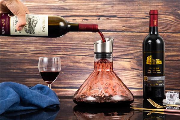 红酒为什么要醒酒 红酒醒酒多长时间 没醒酒器红酒怎么醒酒