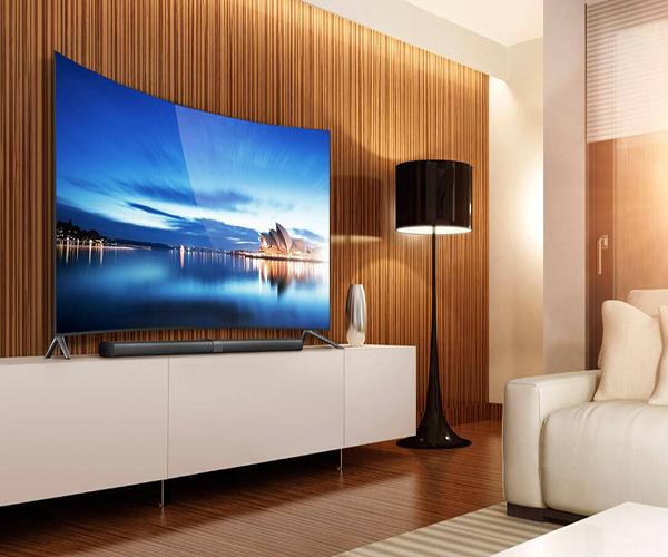 曲面电视挂墙上好吗 曲面电视和平面电视哪个好 曲面电视哪个牌子好