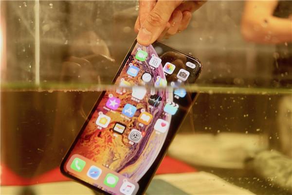 手机进水了怎么处理 手机进水了能修好吗 手机进水维修要多少钱