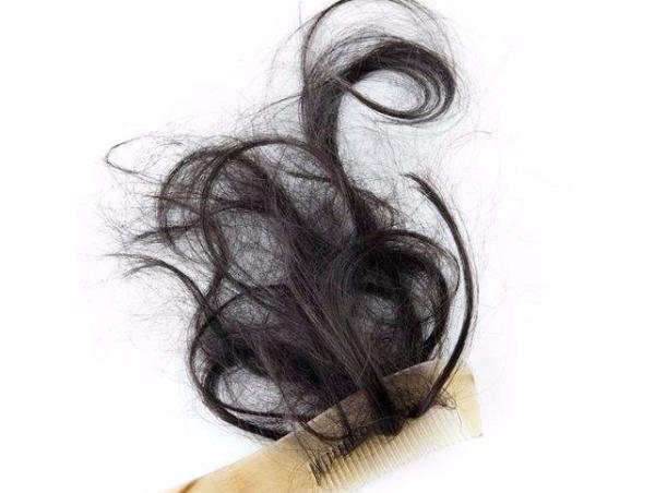 梦见掉头发是什么意思 梦见掉头发一拽一把 梦见掉头发是什么征兆