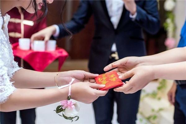 結婚改口費雙方父母一樣嗎 結婚改口費是父母一人給一份嗎 結婚改口費一般給多少