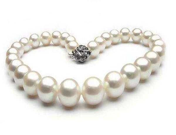 珍珠項鏈一般多少錢 珍珠項鏈的作用與好處 珍珠項鏈適合多大年齡的人