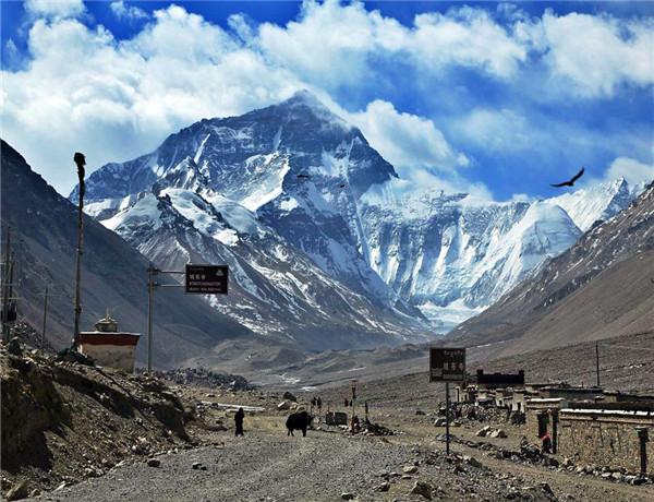 珠穆朗玛峰是哪个国家的 珠穆朗玛峰高多少米 珠穆朗玛峰第一个登顶的人