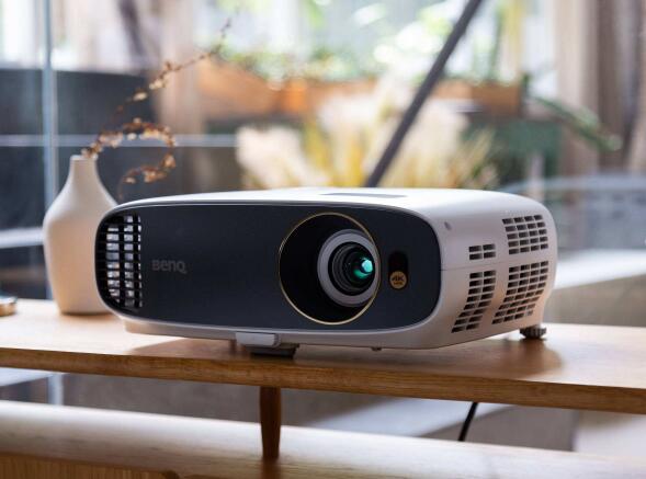 家用投影仪好还是电视机好 家用投影仪哪款性价比最高 家用投影仪怎么选尺寸
