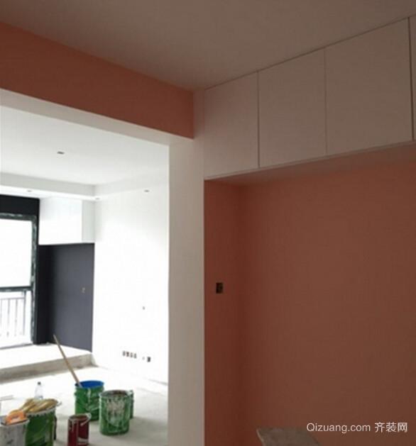 现在给大家看到的就是油漆初完成的样子,一进门,屋内各种油漆的颜色真的是很显眼,在所有的油漆颜色中,我最满意的就是黑色的油漆了,当初油漆师傅最不赞成的颜色,恰恰是我最满意的,所以再次印证了一句话,装修中坚持自己的想法还是很重要的.卧室橘色的油漆看起来也还是很不错的,要是颜色再稍微淡那么一点点说就好了,还有一间卧室蓝色的油漆,是有点失败的, 感觉的颜色太深了,跟自己理想的样子差别很大,太过于鲜艳了.