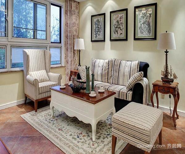 一、田园风格沙发搭配-高回弹海绵 首先介绍的这款美式田园风格沙发造型优雅,同时将美式田园风格中的悠闲与舒畅诠释的淋漓尽致,清新素雅的花色带来富有生命力的自然气息和盎然生机,使得整个居室弥漫着暖意与浪漫的温情。 沙发的整体采用优质的涤纶混纺大提花布,360度无死角的完美造型,尽显高档沙发品质;优雅别致的自然褶皱设计,浓厚的美式田园清新气质填充饱满的扶手让这款美式田园风格沙发更好的承托手臂力量,释放压力。 巧妙地运用绿叶和花朵的元素,全新的演绎经典花卉纹样,延伸出更加柔和的布艺风格,将象征着生命的花纹被无限
