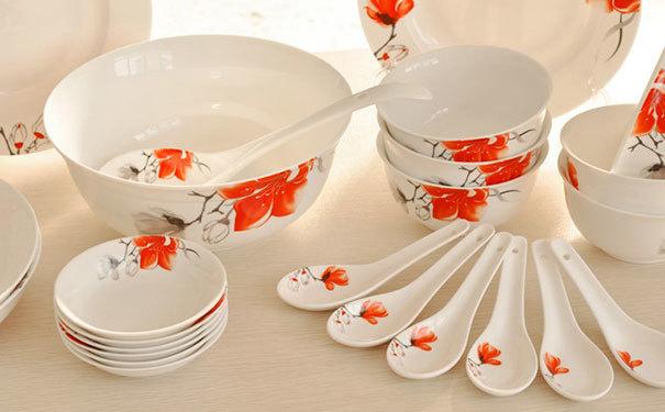厨房陶瓷餐具图片