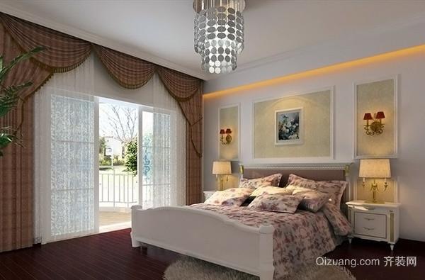 欧式灯具装修 吸顶灯作为欧式卧室的装饰也是相当合适的,我们在设计欧式卧室灯具的时候也是要考虑到卧室的空间照明效果,从这一点上来说,吸顶灯更适合欧式卧室,这也是我们经常能够在欧式卧室装修效果图当中看到吸顶灯的原因。虽然从造型上来说,吸顶灯的空间存在感不像吊灯那么突出,但是光源方面,确实可以很好的弥补造型上的不足,而且扁平化的造型更能彰显欧式吸顶灯的光源亮度,这对于欧式风格来说是非常重要的。 欧式灯具装修效果图三、