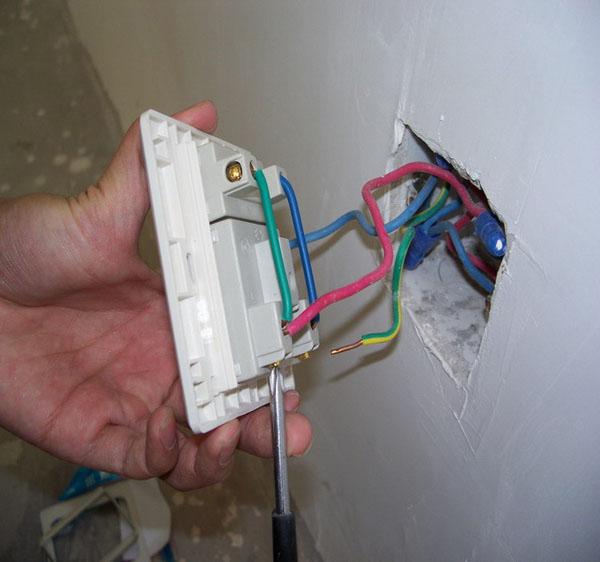 插座的安装流程