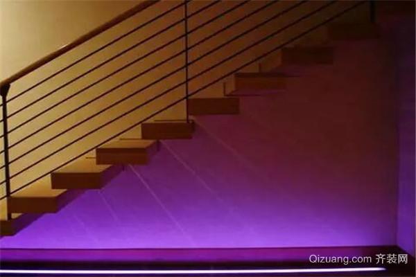 楼梯下方安装射灯