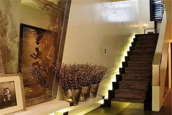 楼梯墙安装射灯