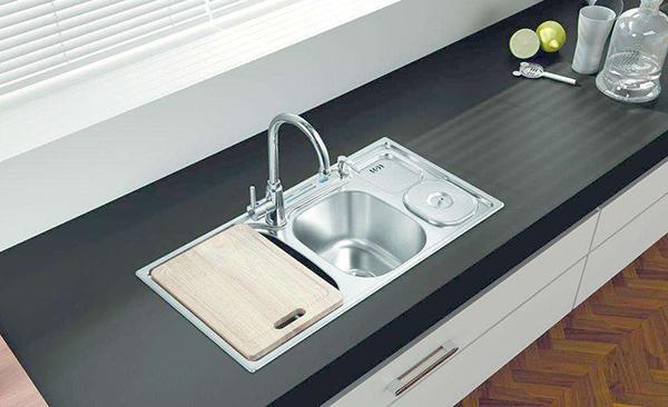 厨房水槽安装
