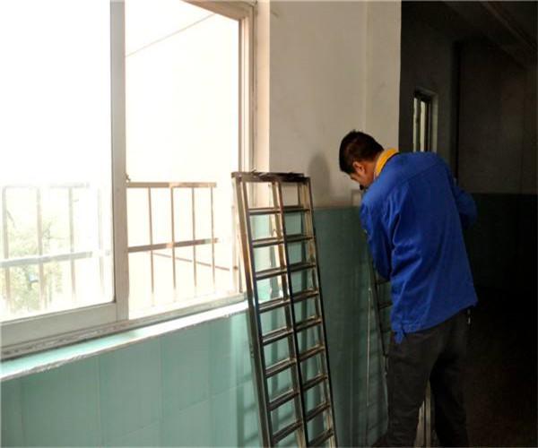 确保安装规范 做好窗户安装监工