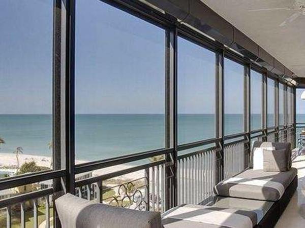 阳台护栏不可采用窗台的高度