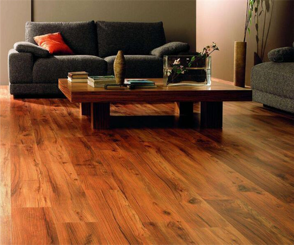 两种不同的实木复合地板铺贴方法