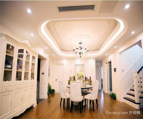 餐厅吊顶高度 三、现代餐厅吊灯安装高度 距离餐桌的高度刚刚好为佳,不会阻碍用餐者的视线,又有现代化浪漫的花纹装饰,让一家人在暖暖的灯光之下享受用餐时光。一般来说,餐厅吊灯安装高度距离餐桌在60cm左右的。其餐厅吊灯尺寸为1000*650mm(高、宽),顶盘尺寸:550*50mm(高、宽)。