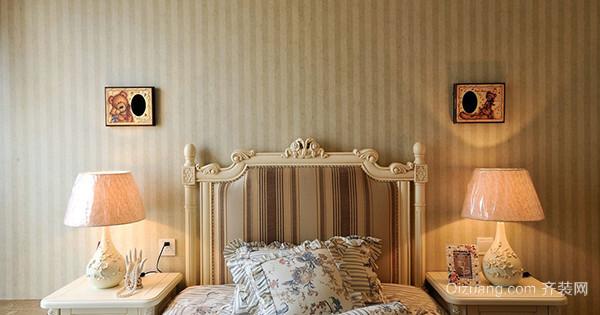 时候还以为是欧式风格的墙纸了,仔细查看才发现是现代的简约墙纸产品.