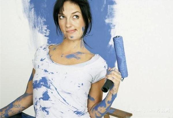 手上沾了油漆