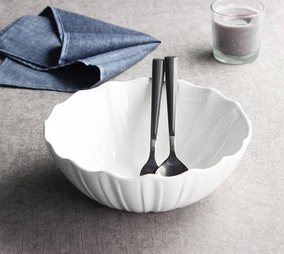纯白色陶瓷早餐碗