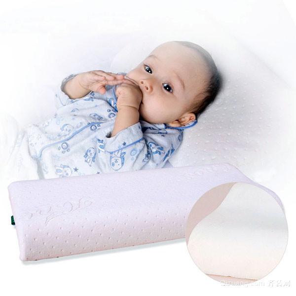 何时给婴幼儿用枕头 婴幼儿枕头选购注意事项