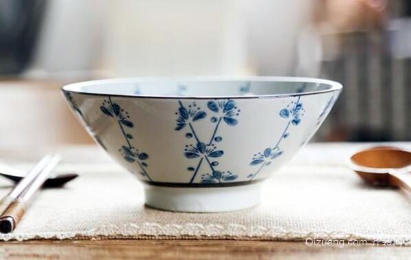 日式手绘梅花陶瓷饭碗