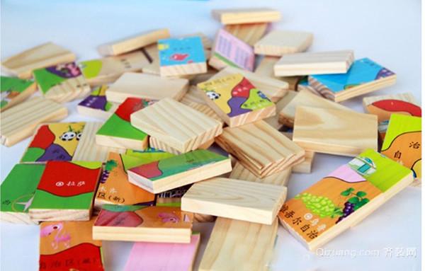 儿童积木玩具 三、儿童积木玩具海洋世界 这款积木是优质木材制作的,不仅可以激发孩子的想象力和创造力,而且还可以帮助孩子认识海洋世界的动物们。 四、数学儿童积木玩具 数学积木可以帮助孩子认识数字,提高他们对于数字的认知能力。孩子在玩数字积木的时候还可以学习数字,认识数字,无疑是一举多得的良事。 五、儿童积木玩具水果世界 它是采用荷木制作的,材质非常优良,手感糯滑。而且积木的边缘打光处理,不会伤及宝宝的皮肤,孩子们可以认识日常生活中的水果,提高他们对于周围事物的认知能力。