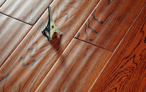 实木地板VS复合地板 你觉得谁会赢?
