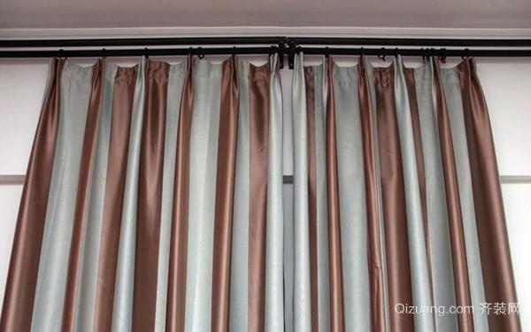 深灰色挂钩式窗帘