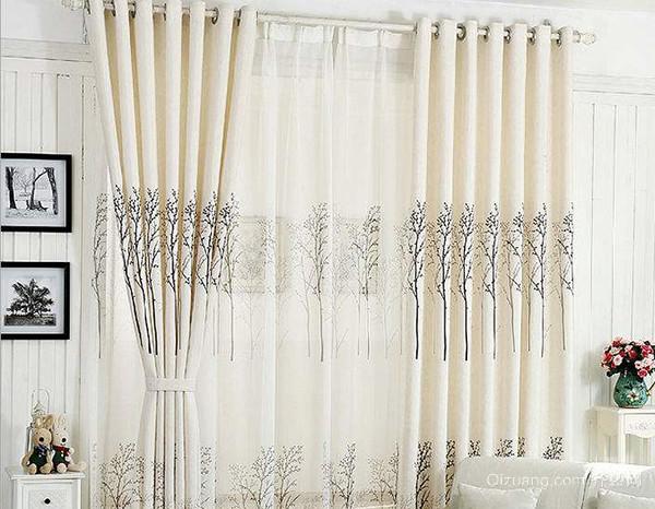 米白色家庭窗帘